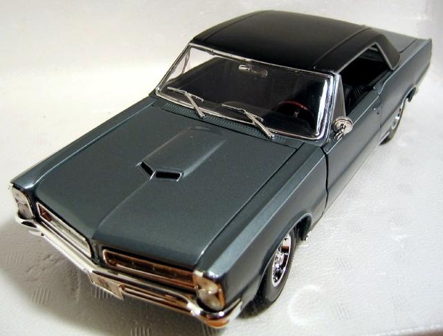 Maisto special edition 1965 pontiac gto hurst edition convertible.